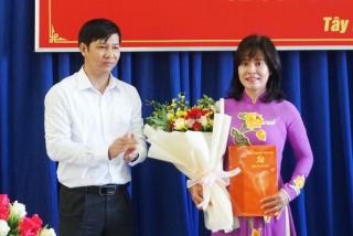Bà Nguyễn Thị Xuân Hương giữ chức vụ Hiệu trưởng Trường Chính trị