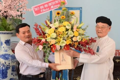 Lãnh đạo tỉnh thăm, chúc mừng nhân dịp đại lễ kỷ niệm 96 năm ngày khai đạo Cao Đài