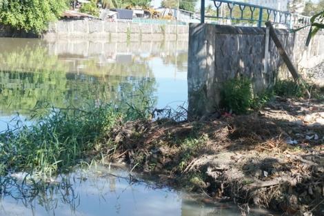 Cần sớm xây dựng bờ kè để ngăn chặn sạt lở rạch Tây Ninh