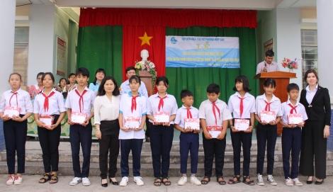 Tuyên truyền về phòng, chống bạo lực học đường cho các em học sinh Trường THCS Trưng Vương