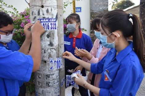 Huyện Dương Minh Châu: Ra quân tháo dỡ biển quảng cáo, rao vặt trái quy định