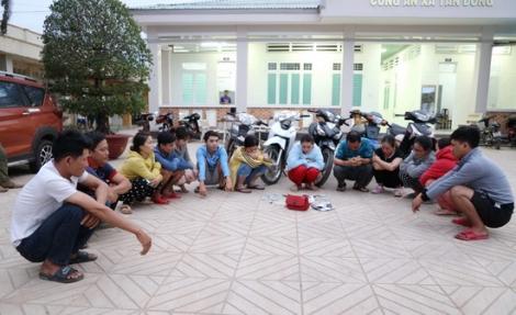 Công an xã Tân Đông bắt giữ 15 đối tượng đánh bạc