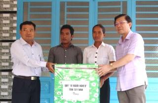 Tặng 8 căn nhà đại đoàn kết tại Tây Ninh
