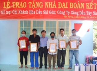 Bàn giao 5 căn nhà đại đoàn kết cho dân nghèo tại xã Tân Hưng, huyện Tân Châu