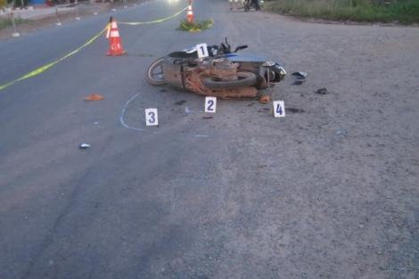 Xe máy đụng máy cày chở nước đá, 1 người chết tại chỗ