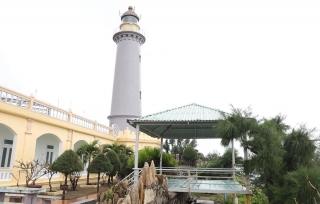 Thăm ngọn hải đăng 130 năm tuổi ở nơi bình minh bắt đầu tại Việt Nam