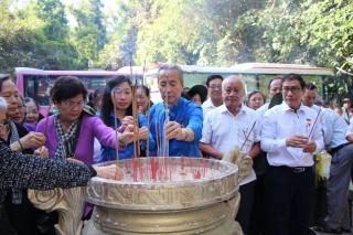 Thăm, tặng quà Mẹ Việt Nam anh hùng và nạn nhân chất độc da cam