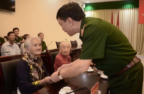 Quân ủy Trung ương–Bộ Quốc phòng: Thăm, tặng quà gia đình chính sách trên địa bàn tỉnh Tây Ninh