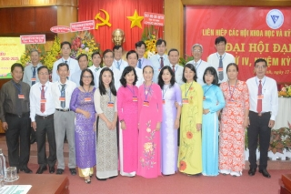 Xây dựng đội ngũ tri thức vững mạnh * Bà Dương Thị Thu Hiền tái đắc cử chức Chủ tịch.