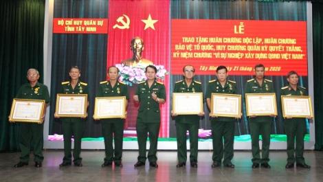 144 cán bộ lực lượng vũ trang Bộ CHQS tỉnh nhận Huân chương, Kỷ niệm chương