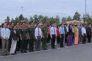 Lãnh đạo TP.Tây Ninh dâng hoa, dâng hương tưởng niệm các anh hùng liệt sĩ