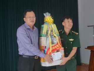 Thăm và tặng quà Đồn Biên phòng Tống Lê Chân và Suối Lam