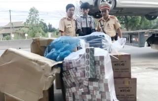 Cảnh sát giao thông: Bắt giữ hơn 10.000 gói thuốc lá nhập lậu