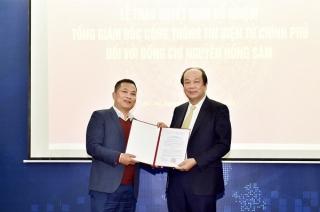 Trao quyết định Tổng Giám đốc Cổng TTĐT Chính phủ đối với ông Nguyễn Hồng Sâm