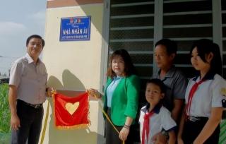 Trao 2 căn nhà cho các đối tượng gặp khó khăn về nhà ở tại xã Bàu Năng
