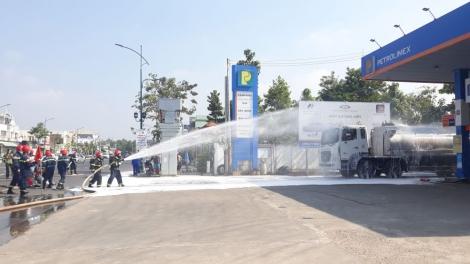 Công an Tây Ninh thực tập phương án phòng cháy chữa cháy