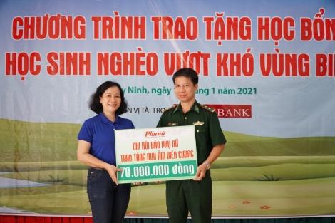 Báo Phụ Nữ TP. Hồ Chí Minh trao học bổng cho trẻ em biên giới Tây Ninh