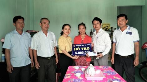 Trao vốn khởi nghiệp cho phụ nữ nghèo tại thị trấn Dương Minh Châu