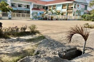 Ống cống mất nắp trước cổng trường Mầm non Thái Bình