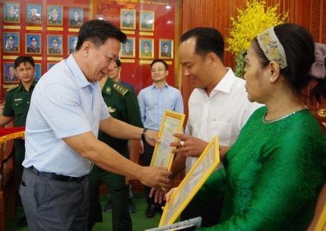 Tây Ninh: Tiếp nhận kinh phí, vật chất hỗ trợ lực lượng phòng, chống dịch Covid-19