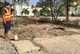 Nắp cống trước cổng trường Mầm non Thái Bình đã được lắp đặt