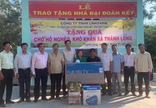 Xã Thành Long: Trao nhà đại đoàn kết và tặng quà cho hộ nghèo