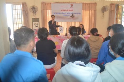 Hòa Thành: 60 học viên dự lớp hướng dẫn kỹ năng viết Thư pháp