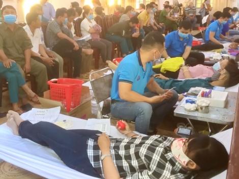 Huyện Dương Minh Châu: Gần 400 người tham gia hiến máu tình nguyện đợt 1, với 367 đơn vị máu