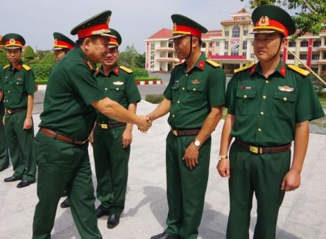 Trung tướng Võ Minh Lương-Thứ trưởng Bộ Quốc phòng thăm, chúc tết tại Sư đoàn 5