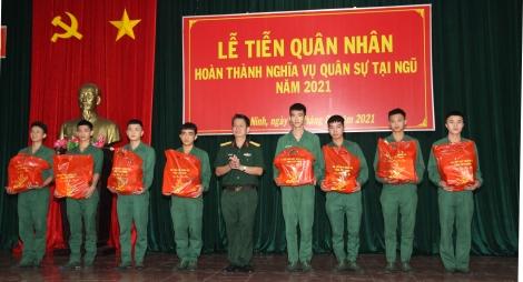 Bộ CHQS tỉnh tiễn 484 quân nhân xuất ngũ