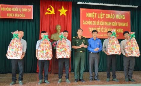 Dương Minh Châu, Tân Châu: Đón quân nhân xuất ngũ hoàn thành nghĩa vụ quân sự trở về địa phương