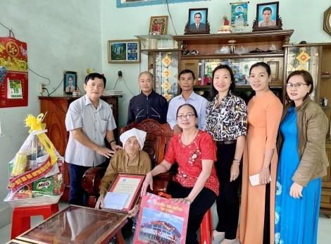 Chủ nhiệm UBKT Tỉnh ủy Võ Văn Sớm thăm, tặng quà gia đình chính sách, người có công tại huyện Châu Thành