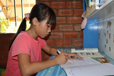 Cô học trò nghèo chăm học