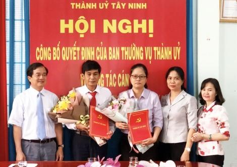 Thành ủy Tây Ninh trao quyết định điều động, luân chuyển cán bộ
