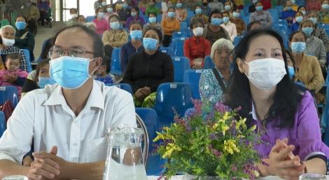Tổ chức từ thiện Tzu Chi Đài Loan (Trung Quốc) tặng quà Tết cho phụ nữ Tây Ninh