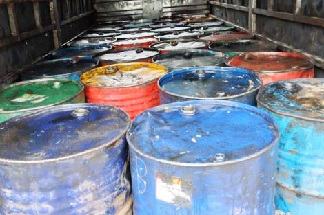 Bắt giữ đối tượng vận chuyển hơn 6 tấn chất thải nguy hại