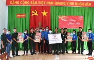 Đoàn Khối cơ quan và doanh nghiệp tỉnh: Thăm, tặng quà các chiến sĩ trên biên giới