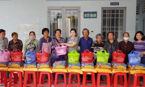 Hội LHPN phường Hiệp Tân: Tặng 50 phần quà tết cho phụ nữ có hoàn cảnh khó khăn
