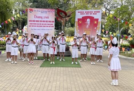 Biểu diễn trống kèn chào mừng Đại hội đại biểu toàn quốc lần thứ XIII của Đảng
