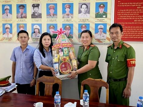 Xã Thái Bình thăm, tặng quà tết