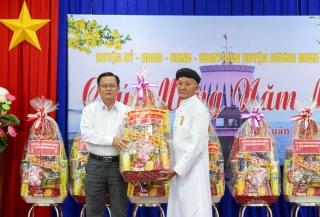 Ban Đại diện Hội Thánh Cao Đài thăm, chúc Tết huyện Dương Minh Châu