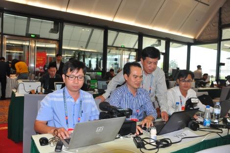 Hàng trăm phóng viên tác nghiệp tại Đại hội lần thứ XIII của Đảng