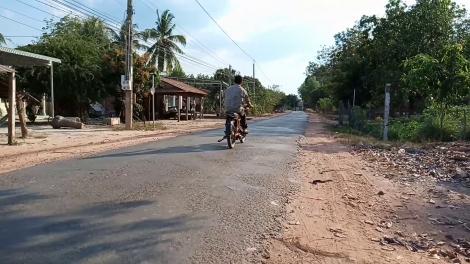 Nhiều trường hợp vi phạm luật giao thông trên tuyến đường vào ấp 6