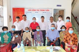 Tập đoàn Vingroup: Trao quà tết cho người nghèo ở huyện Dương Minh Châu