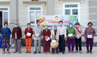 MTTQVN huyện Tân Biên: Tặng quà cho hộ cận nghèo, hộ có hoàn cảnh khó khăn