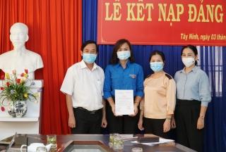 Chi bộ Tòa soạn Báo Tây Ninh: Kết nạp đảng viên