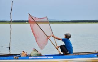 Không để tàu khai thác cát, sỏi trái phép hoạt động trong lòng hồ Dầu Tiếng