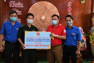 Tặng 1.500 lá cờ Tổ quốc cho quân dân biên giới Tây Ninh