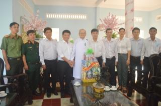 Lãnh đạo thị xã Hòa Thành thăm, chúc tết Hội Thánh và các cơ sở tôn giáo Cao Đài