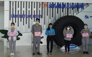 Công đoàn Khu kinh tế tỉnh: Trao tặng 154 vé xe và 350 phần quà tết cho đoàn viên, công nhân lao động có hoàn cảnh khó khăn